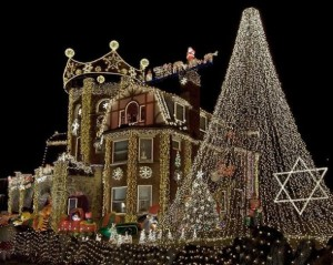 Outdoor-Christmas-Lights-House-Decorating-Ideas2-590x471